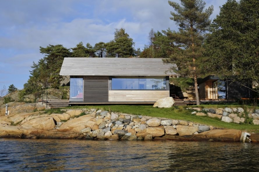Østfold cabin by Lund+Slaatto Architects, Østfold cabin in Norway, contemporary Østfold cabin, contemporary Scandinavian cabin, modern Scandinavian architecture, Norway coastal home,