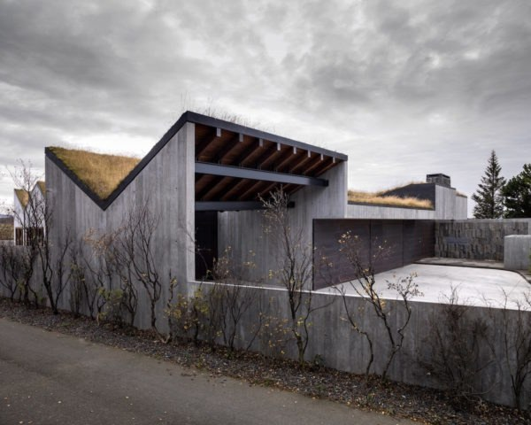 B14 by Studio Granda, Studio Granda architecture, Iceland modernist home, green roofed Iceland home, B14 villa Iceland