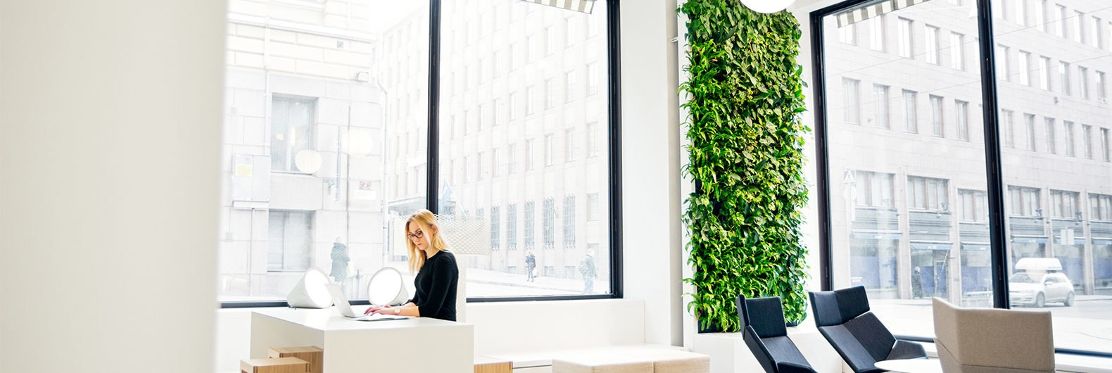 This living wall uses artificial intelligence to purify indoor air ...