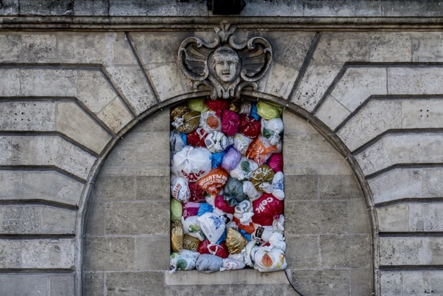 The Plastic We Live With by Luzinterruptus, Luzinterruptus installation, Luzinterruptus Bourdeaux, plastic bag light installation, plastic bag art, plastic bag ban art, FAB Festival de Bourdeaux