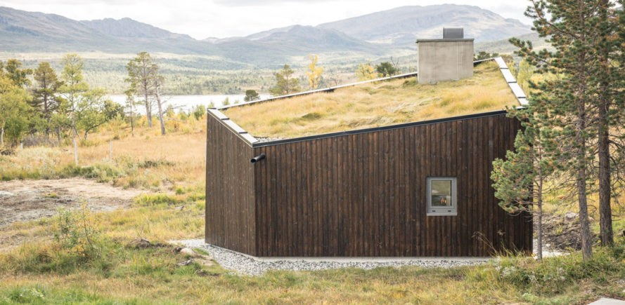 Viewpoint Granasjøen, Bergersen Arkitekter AS, Norway, shelter, wood cabin, green roof, green architecture, sliding doors, fireplace, summer house, flexible space