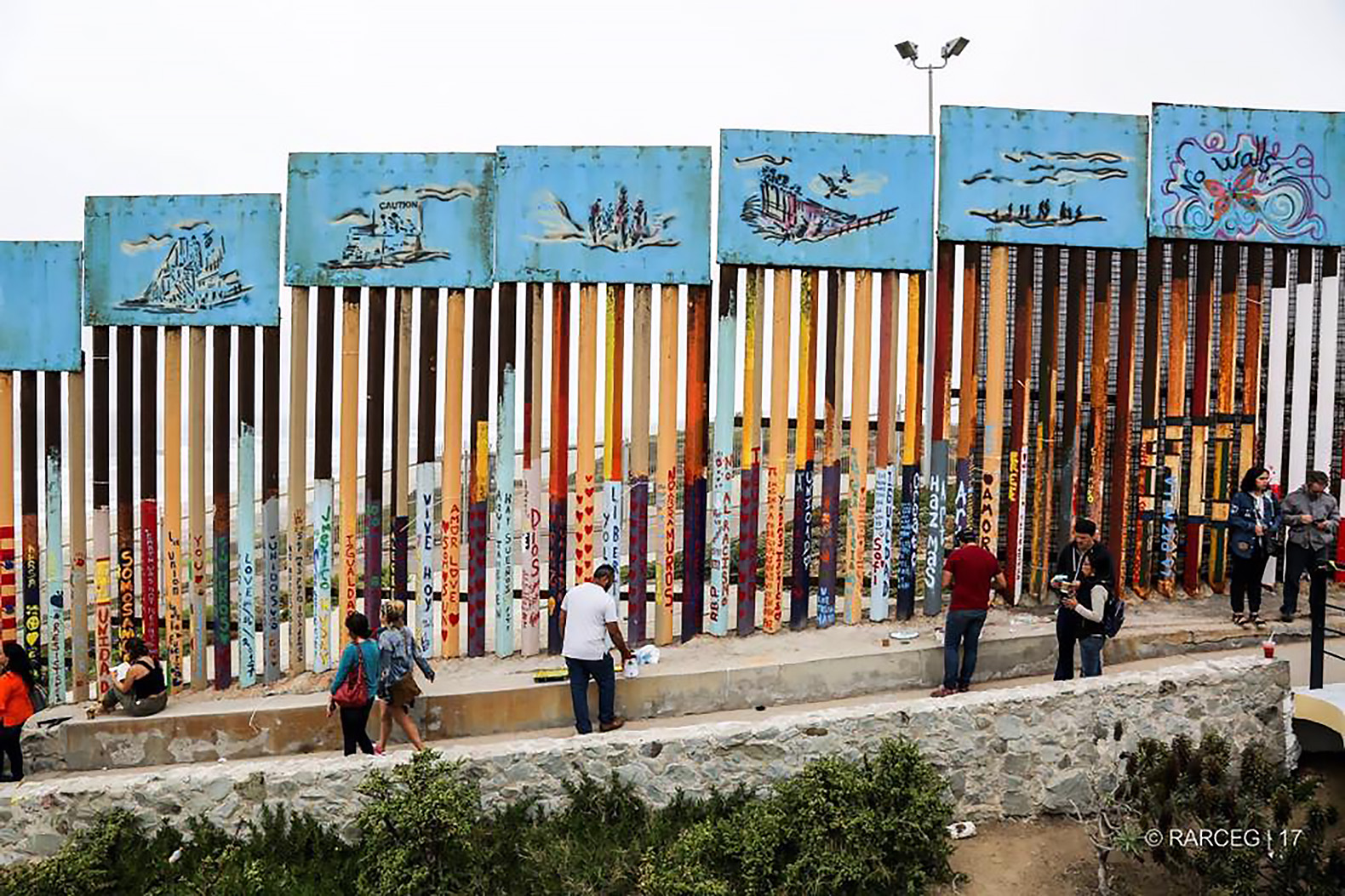 Artists are turning the u s mexico border fence into the for Border wall