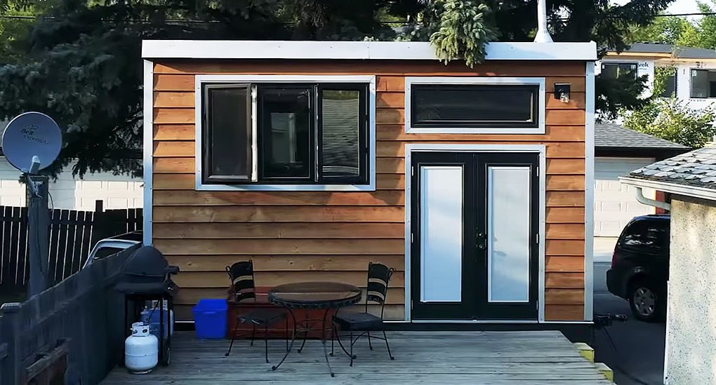 Firefighter S Self Built Tiny House Is An Earthship On