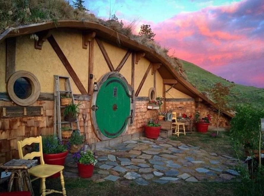 Tiny House on the Prairie, Washington Hobbit House, Airbnb, underground hygge, hobbit house, hobbit design, off grid cottages, unique airbnb stays, airbnb hobbit home, Washington airbnb, natural building materials, off grid cabins, hobbit themed homes, cave like homes, earth rammed homes, green design, sustainable design, solar power,