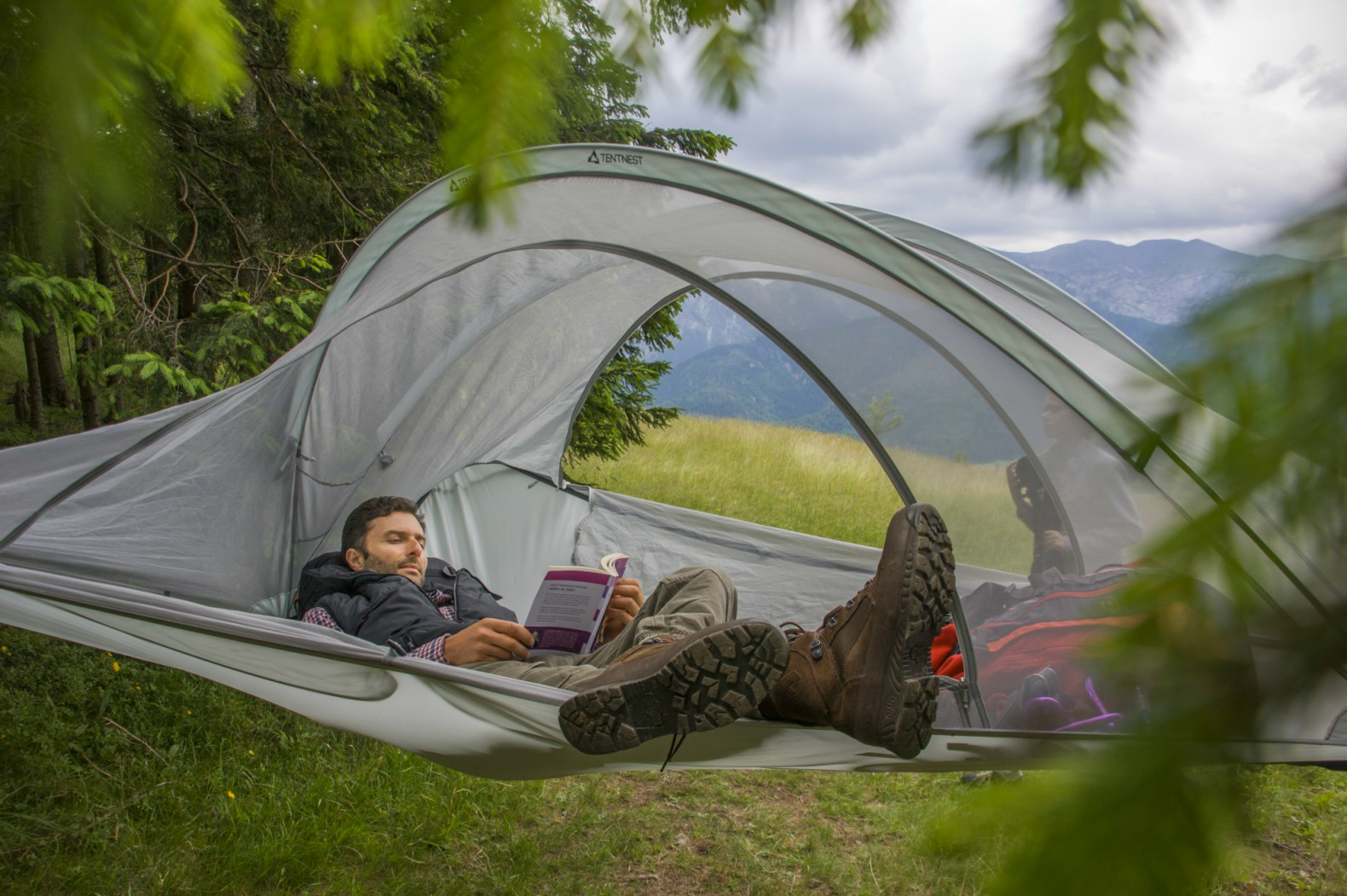 Tentnest Tentnest Kickstarter tent design floating tents lightweight tents tent backpacks & Lightweight suspended tree tent can hold a whopping 700 pounds ...