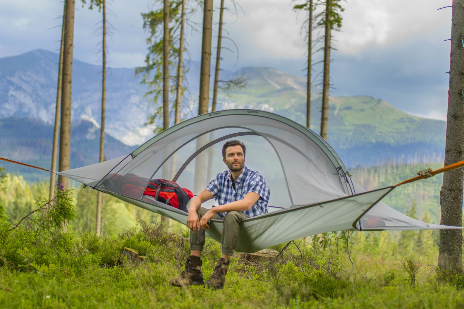 Tentnest Tentnest Kickstarter tent design floating tents lightweight tents tent backpacks  sc 1 st  Inhabitat & Lightweight suspended tree tent can hold a whopping 700 pounds