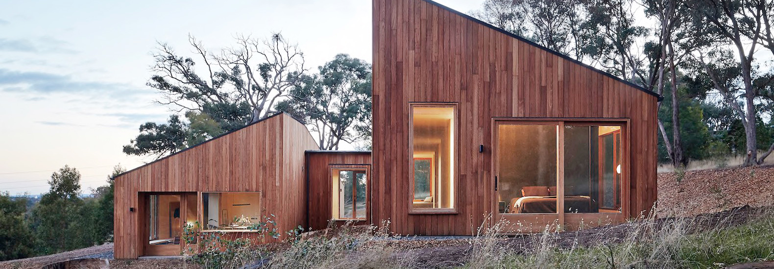 Cozy Timber Home Embraces The Australian Bush With A Split Form