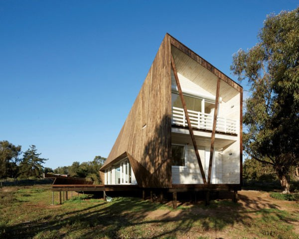 Two Skins House, Verónica Arcos, Chile, natural ventilation, timber cladding, insulation, green architecture, minimalist interior, minimalist design, roof overhang