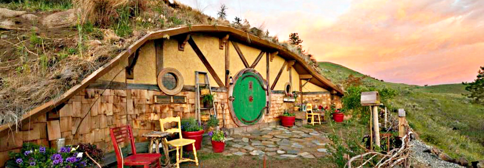 Spend The Night In This Magical Hobbit House Tucked Into The Washington  Shire