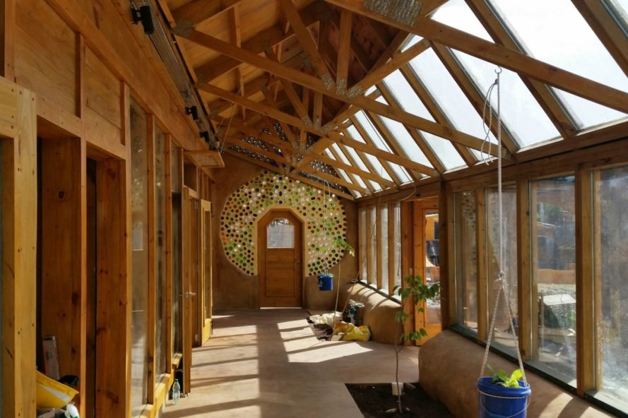 Michael Reynolds, earthship academy, earthship passive solar houses, a sustainable school program, sustainable public schools, sustainable public schools argentina, sustainable architects, social architectura, education, sustainable schools, green design, sustainable design, clean energy, water harvesting, repurposed building materials, Mar Chiquita school, Mar Chiquita sustainable school, green architecture programs, green architecture schools