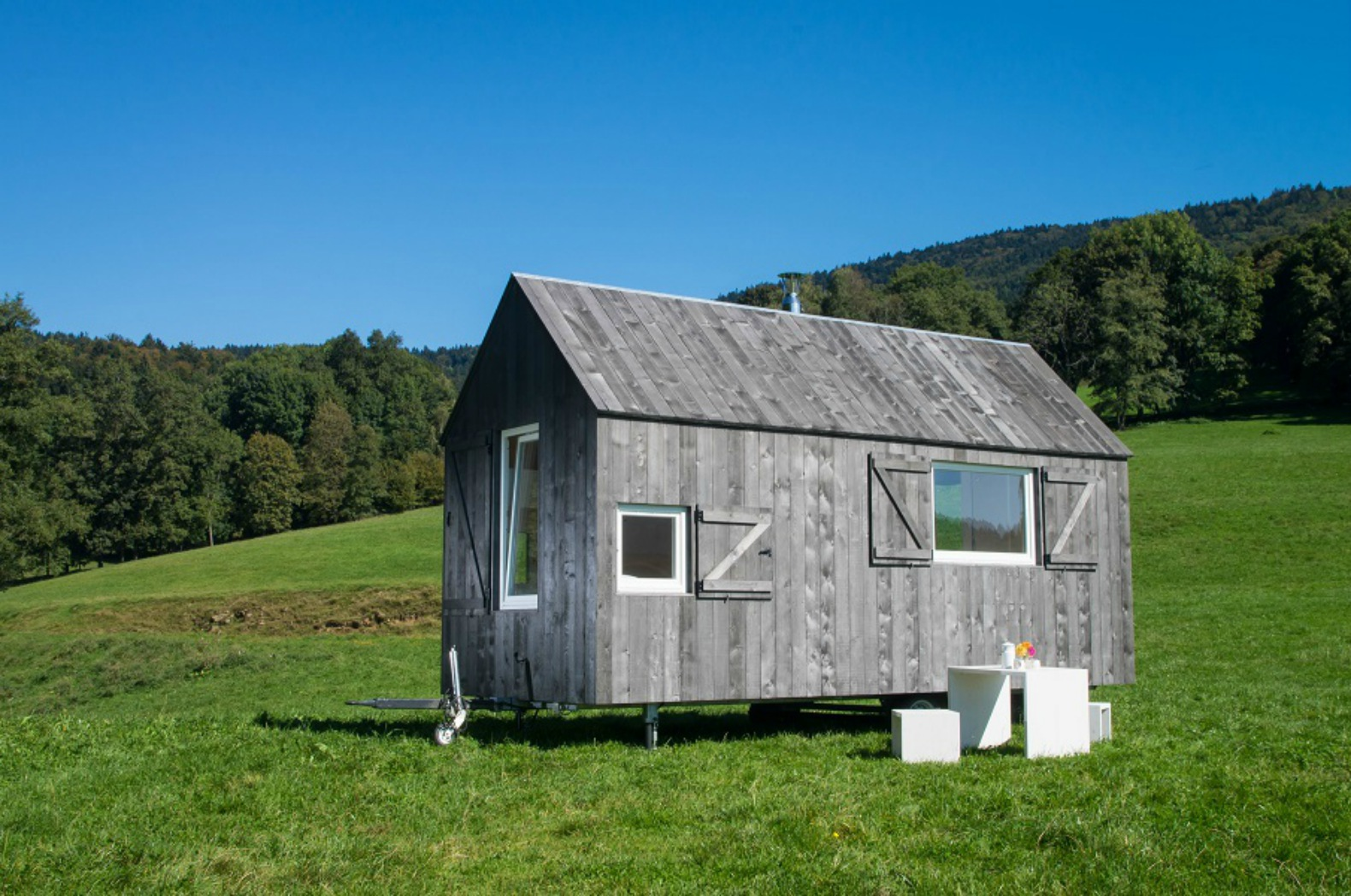This serene mobile cabin lets you roam as you like in the Bavarian forest