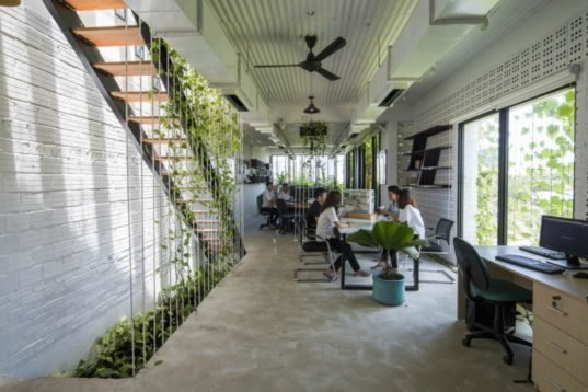 This Amazing Green Office Is Covered With Native Plants