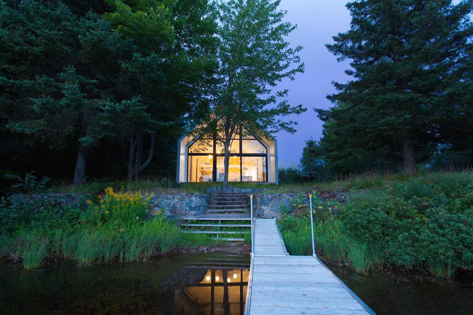 Delightful Dreamy Cabin Is The Perfect Lakeside Escape For Large Families