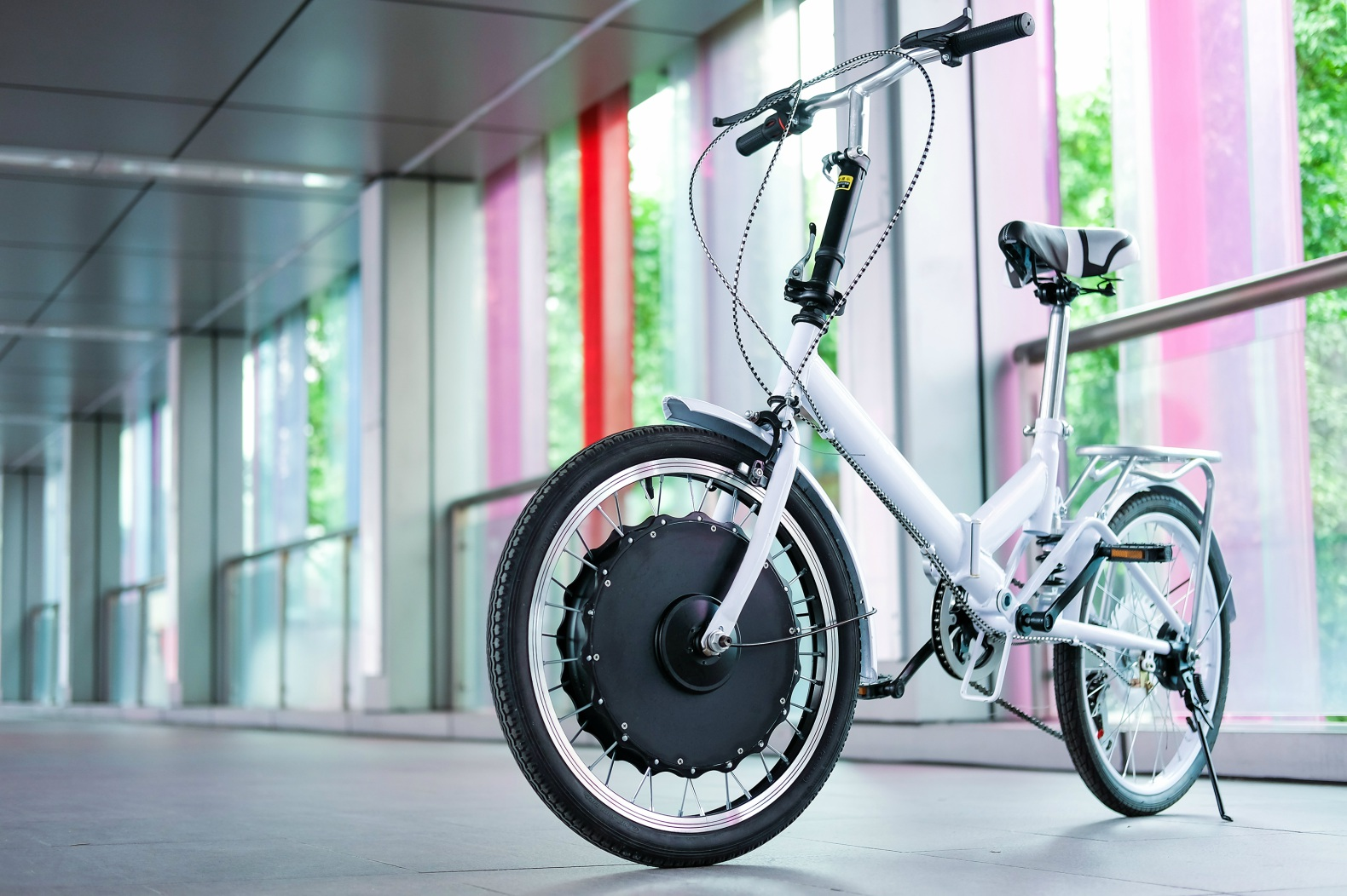 EvoWheel converts almost any bicycle into an electric bike in just 30 seconds