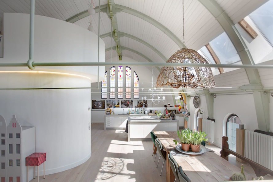Singelstraat 26, converted church house, adaptive reuse church, brick church renovation, church house in Netherlands, church house Muiden, contemporary renovated church,