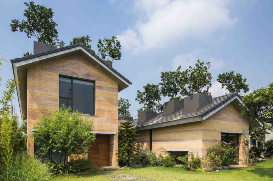 Dong Anh House by Vo Trong Nghia Architects, Dong Anh House in Hanoi, Dong Anh House in Vietnam, rammed earth modern architecture, rammed earth architecture in Hanoi, rammed earth housing in Vietnam, contemporary rammed earth house, fruit trees on a roof,