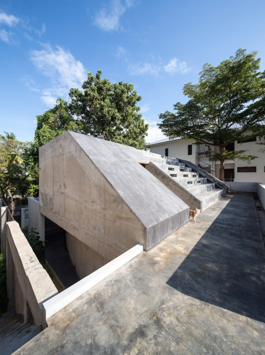 Rooftop Fuzzy House by Situation-based Operation