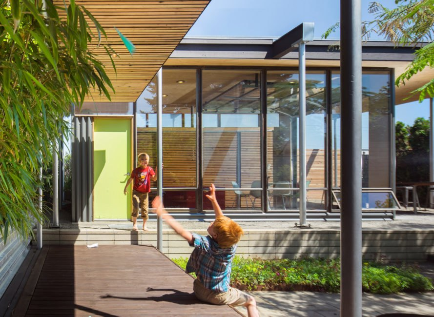 Grasshopper Studio and Courtyard, Wittman Estes Architecture + Landscape, green renovation, courtyard house, courtyard, Seattle, green architecture, open-plan layout, glass walls