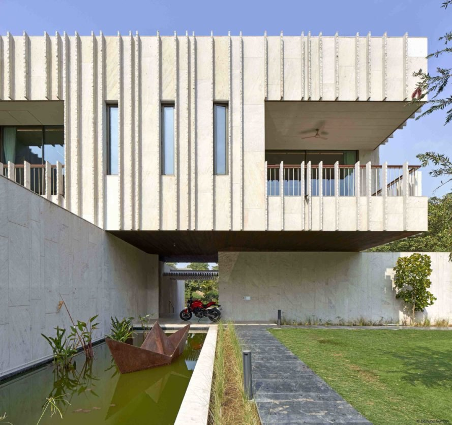 Spasm Design, The House Of Secret Gardens, stone homes, monolithic design, cross shaped home, garden space, home gardens, stone material, stone building materials, the benefits of building with stone, passive cooling and heating techniques, home design, Dhrangadhra stone, Ahmedabad archictecture, rooftop gardens
