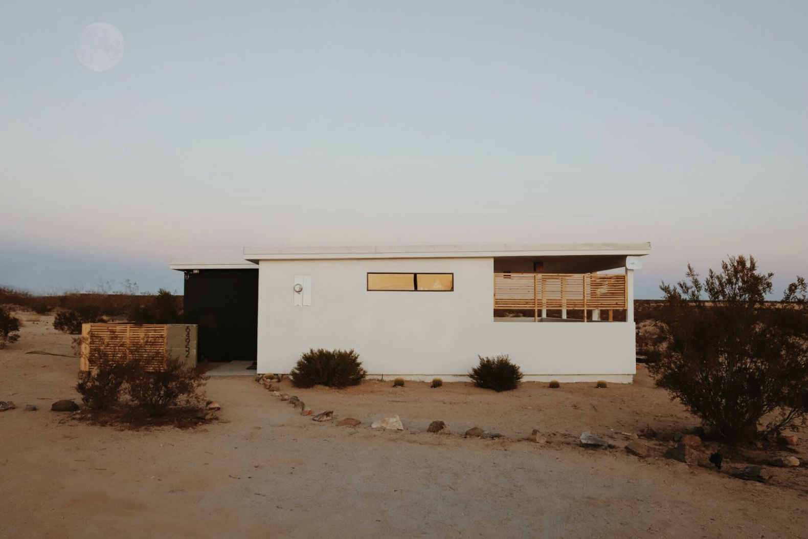 Couple converts $7,000 Joshua Tree cabin into a sophisticated desert oasis