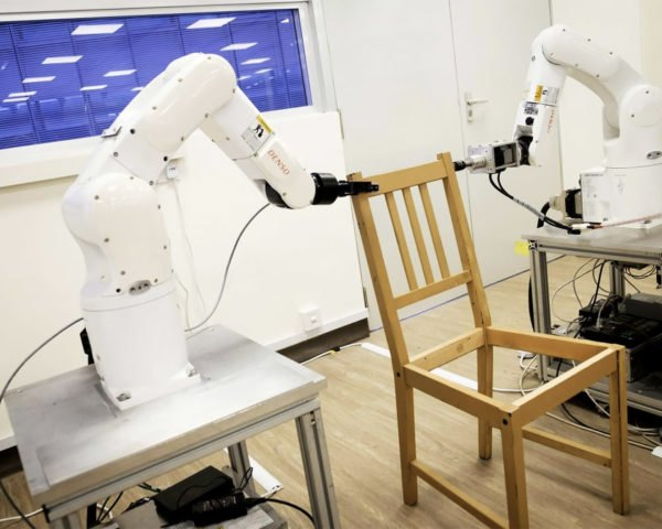 Nanyang Technological University in Singapore robots assemble IKEA chair