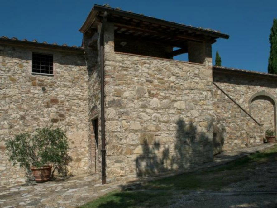 Michelangelo's former Tuscan villa, Michelangelo's former Tuscan villa for sale, living in tuscany, michelangelo's tuscan home, tuscany homes for sale, historic homes for sale, Handsome Properties International, brick homes, tuscany real estate, buying a historic home, brick homes, terracotta floors, vaulted ceilings, tuscan homes, interior design, historic home renovation, home renovation