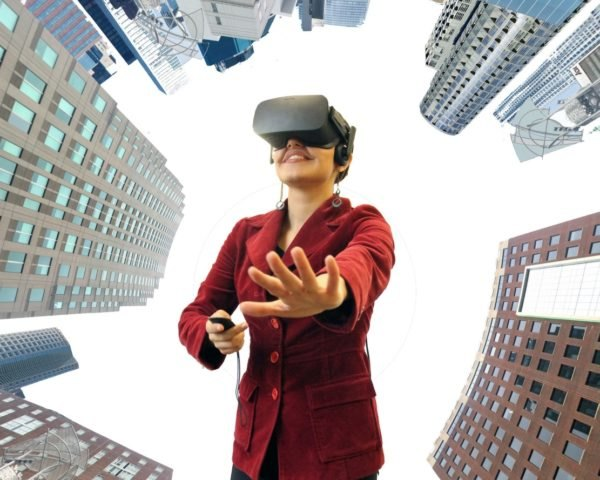 Virtual reality, VR, immersive virtual reality, urban, city, skyline, woman