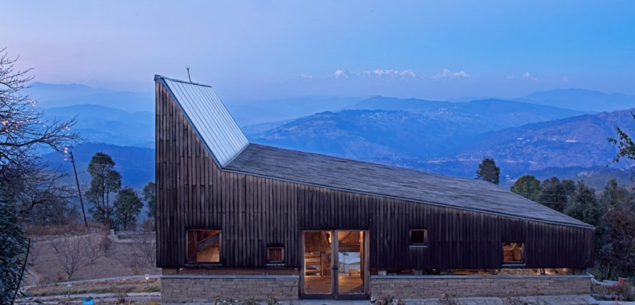 Holiday retreat with Himalaya views Woodhouse Farm by Matra Architects