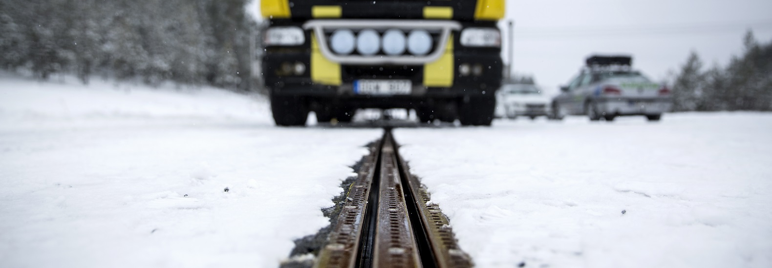 World S First Electric Road That Charges Moving Vehicles Debuts In Sweden