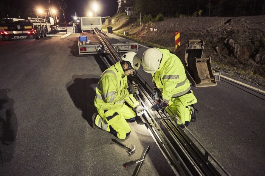 electric road, electric highway, workers, installation