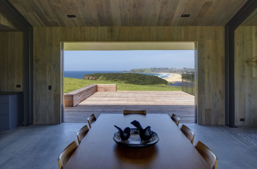 indoor outdoor living Escarpment House by Atelier Andy Carson