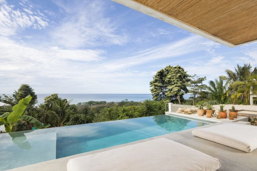 infinity pool Mint Santa Teresa by Studio Saxe