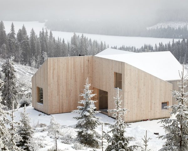 Pine facade Mylla Cabin by Mork-Ulnes Architects