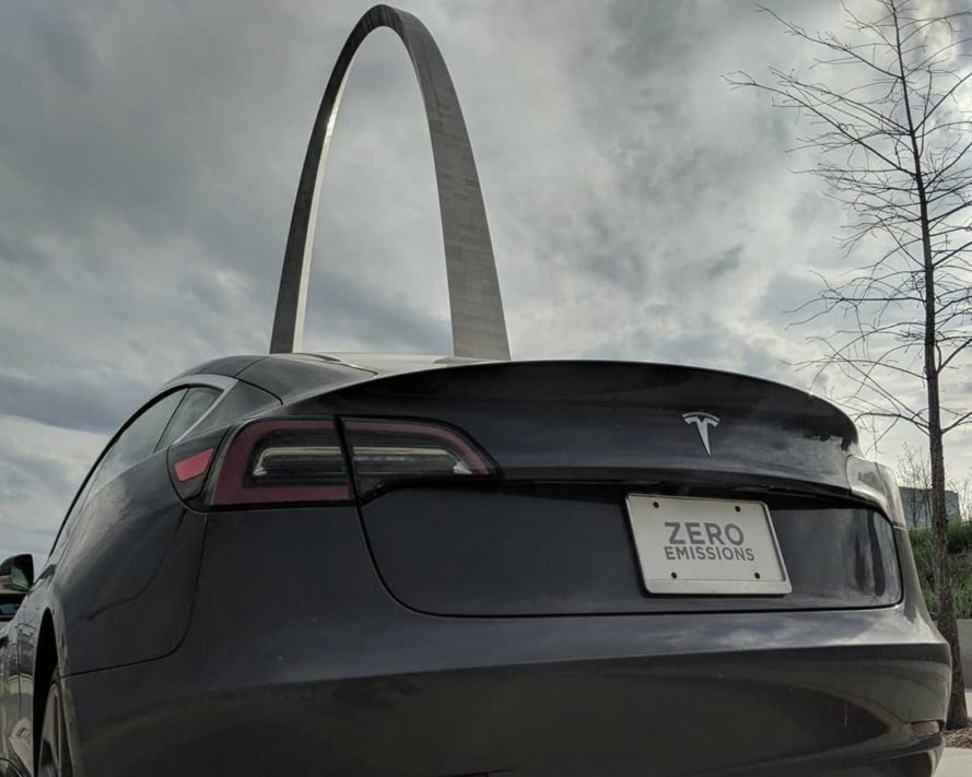 Tesla near the Arch of St. Louis