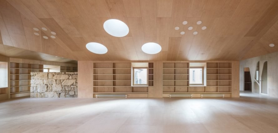 A 17th-century Spanish hospital gets transformed into a cozy library