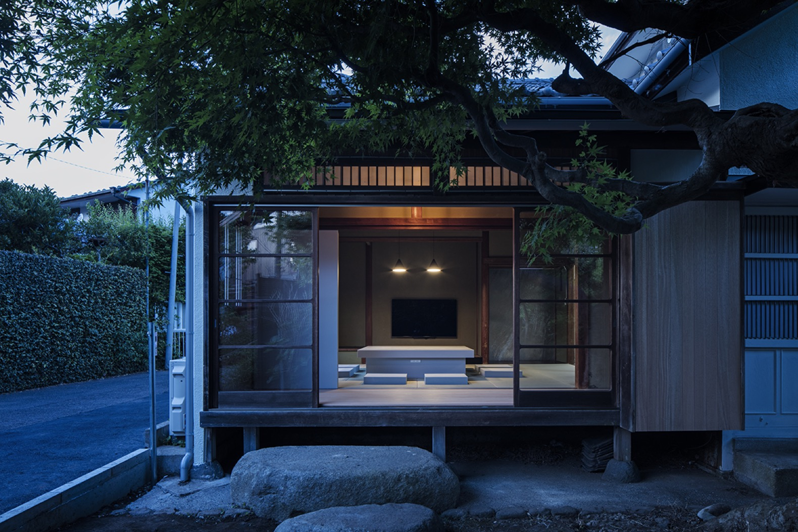 Schemata Architects weaves modern design into a traditional Japanese house