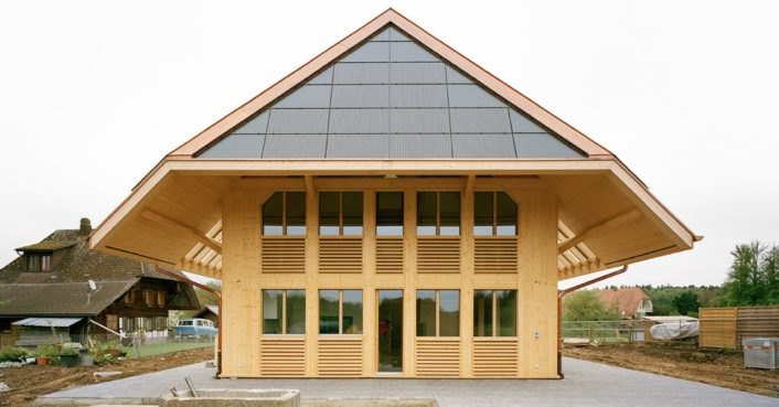 This Swiss straw-bale house is completely self-sufficient
