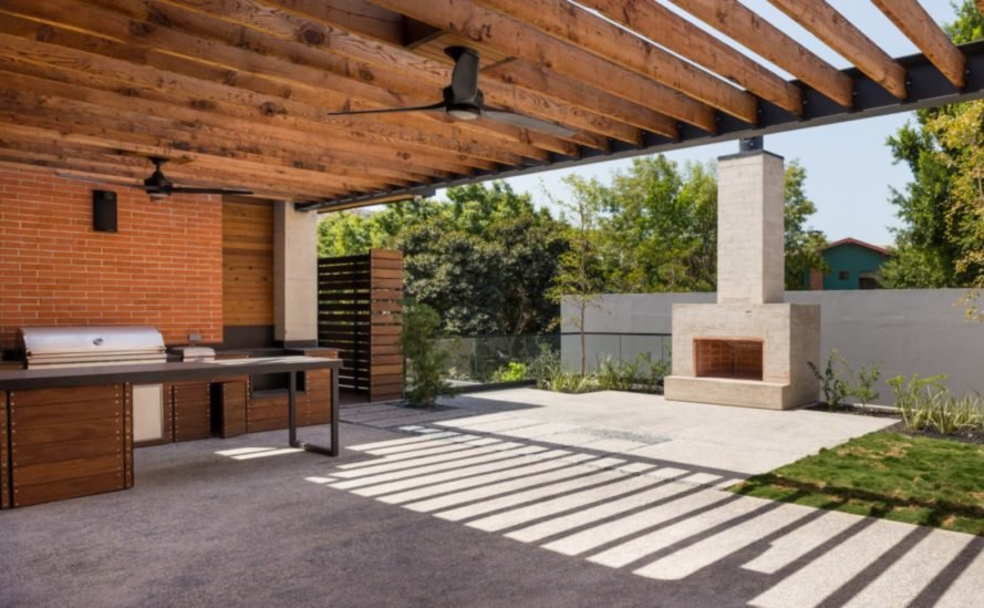 large central patio with bbq and ceiling fan