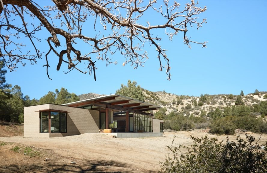 Net-zero Sawmill House is 100% self-sufficient in the desert