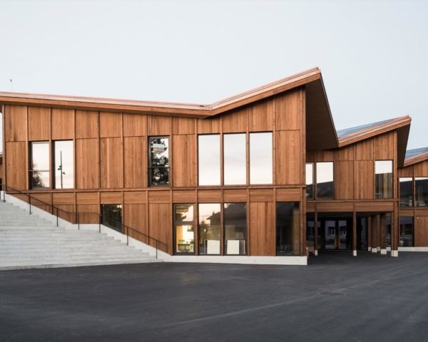 Timber school building with staggering roof