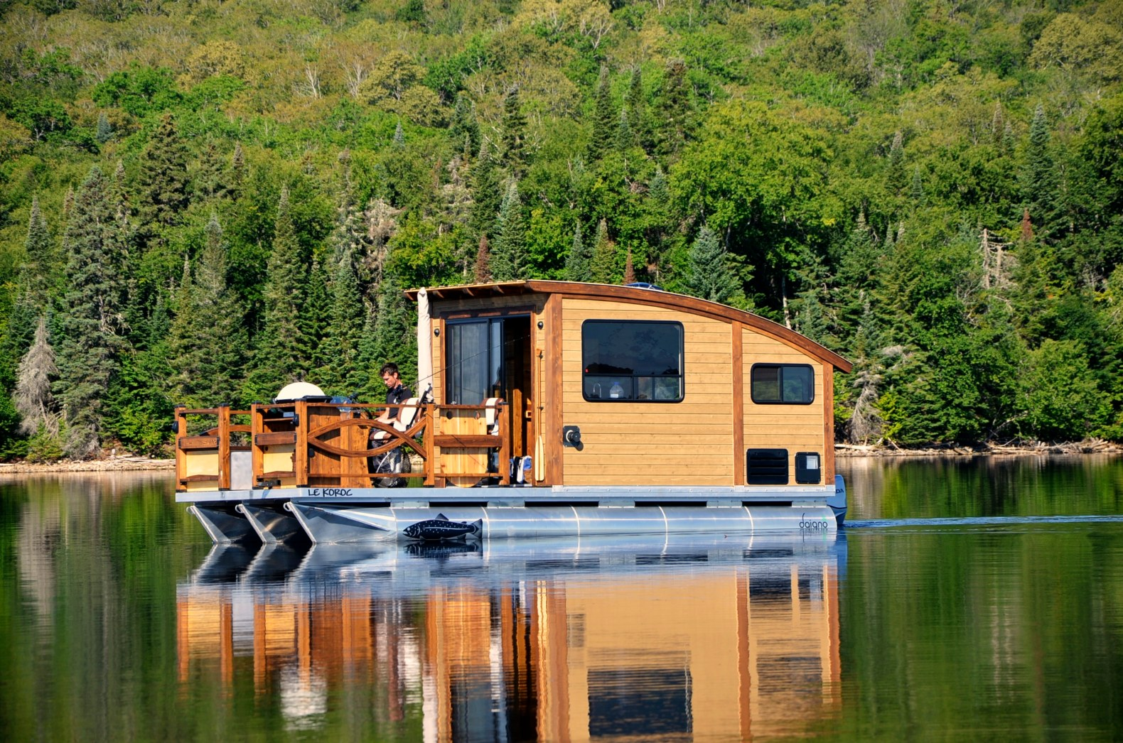 Sail your worries away on this solar-powered floating tiny home