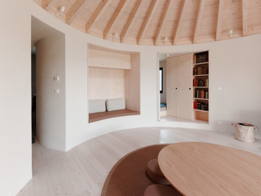 Round room with large round table and built-in wall seat