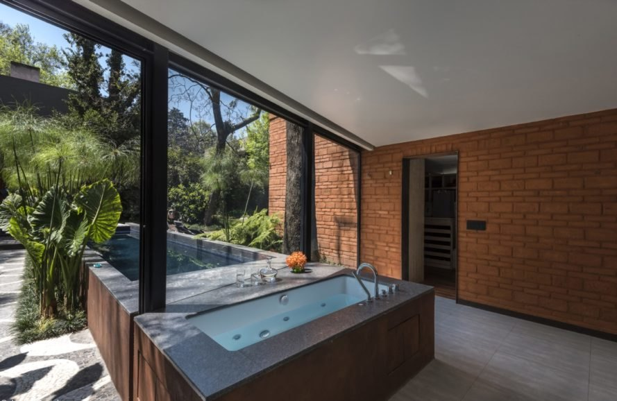 tub with outdoor views