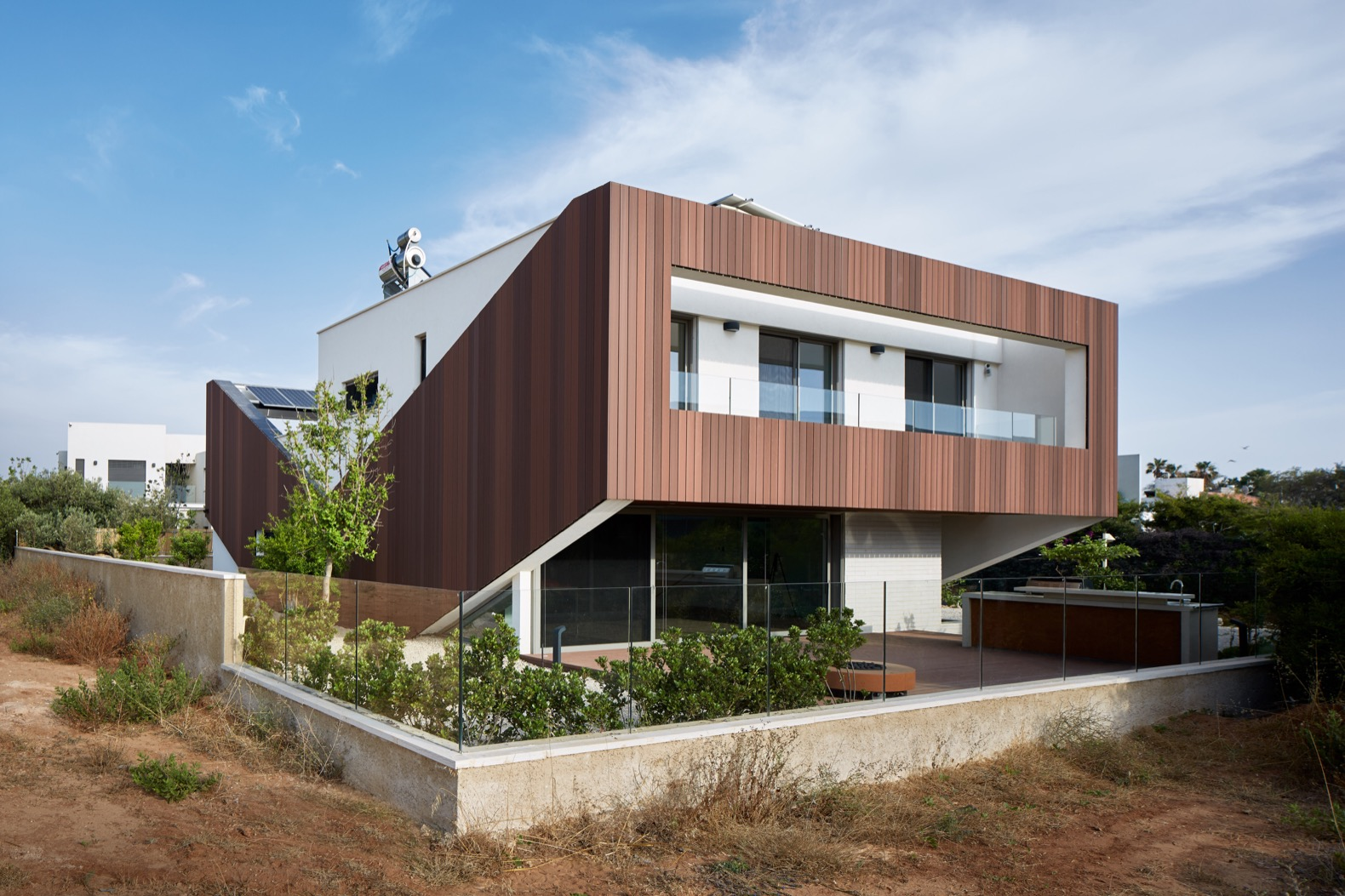 Energy-plus home is a beacon of sustainability in Tel Aviv
