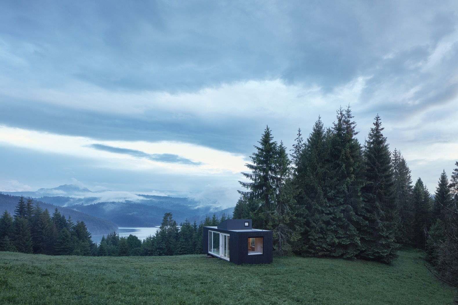 """Escape the stresses of city life with the off-grid """"Into the Wild"""" cabin"""