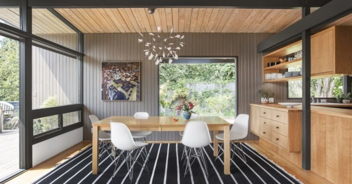 A Seattle midcentury home is restored to its original brilliance with a modern twist