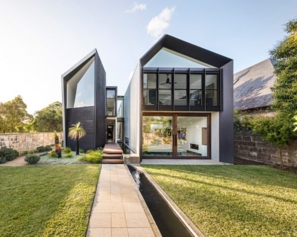 exterior of modern home that is split down the middle