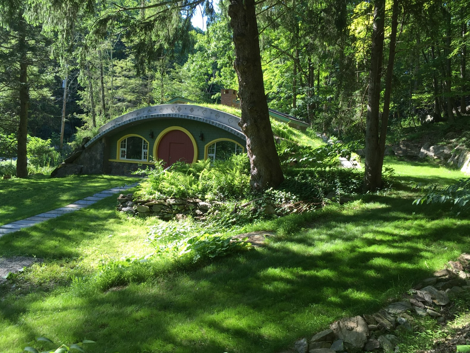 NY man spends 6 years building this incredible, energy-efficient hobbit home