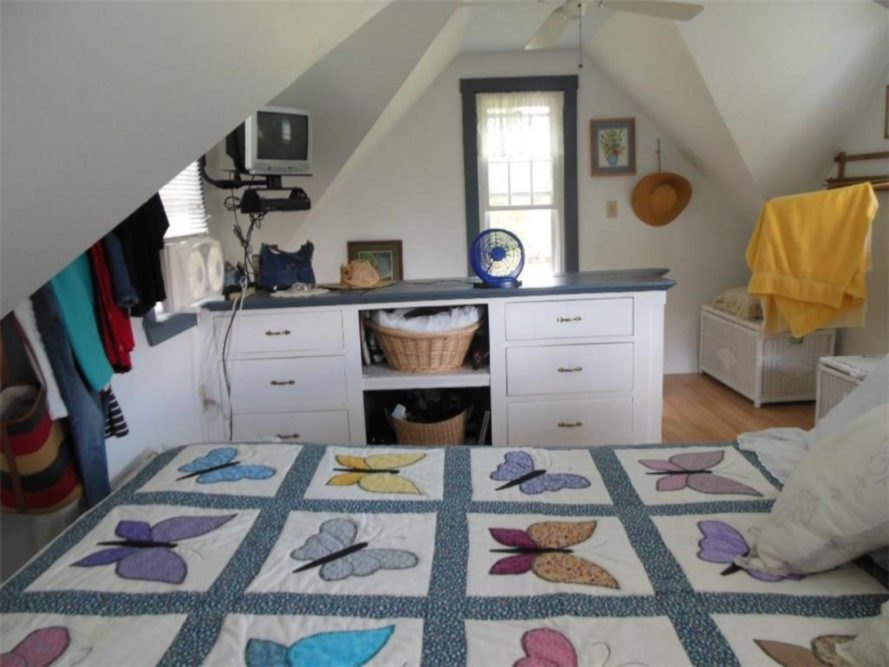 bedroom with butterfly quilt