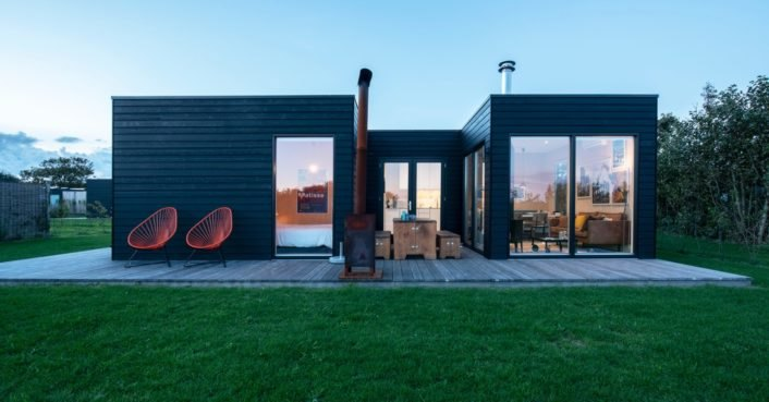 Minimalist cabin in the Netherlands allows glampers to relax in